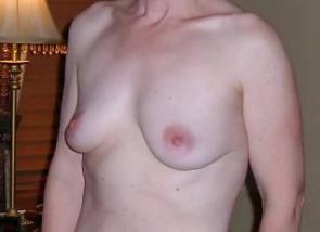 Jolis petits seins pointus d\'une femme divorcée du 21