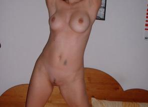 jeune femme nue pour un plan sexe