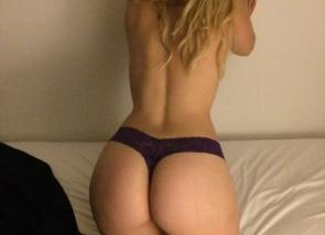 cul rond d\'une belle blonde
