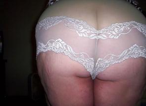 Femme coquine en lingerie en Suisse