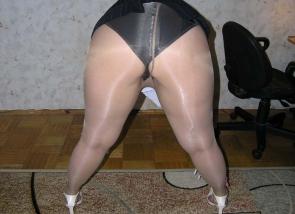 Femme ronde sexy en collant - PARIS