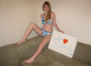 Jeune femme en bikini - Plan cul Paris