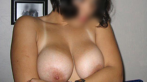 Rencontre coquine Paris, brune aux jolis seins