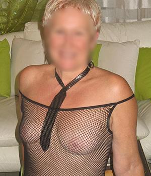 Femme mature bourgeoise cherche un plan hard à Nantes (44)