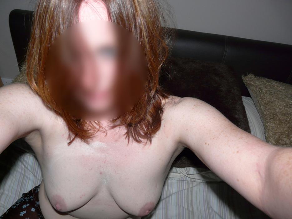 jeune femme aux petits seins
