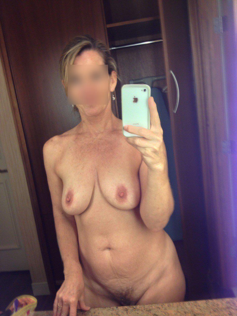 Femme mature toute nue