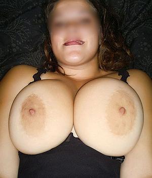 Femme aux gros seins cherche une rencontre sexe à Tours (37)