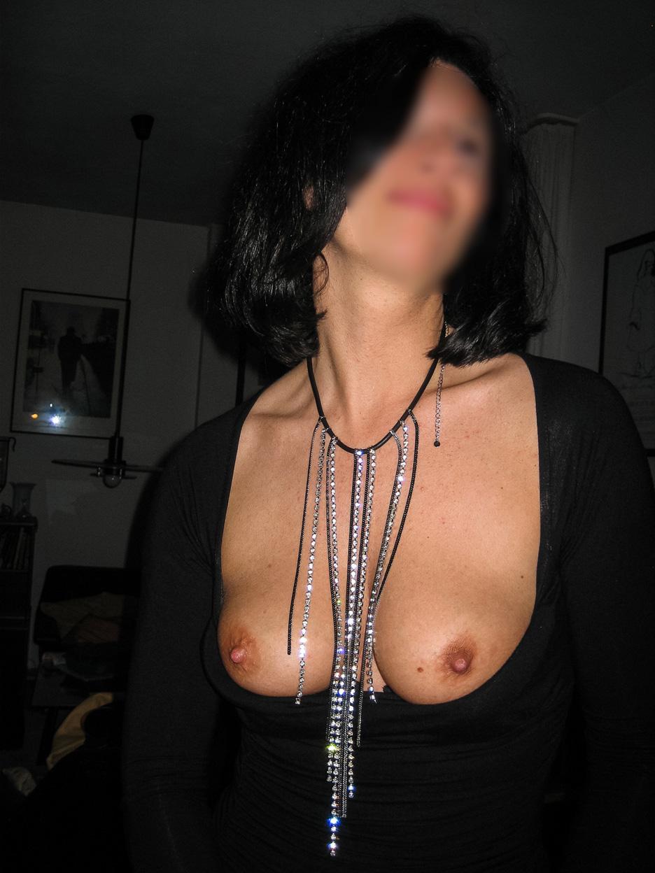 Femme de Bordeaux aux tétons durs